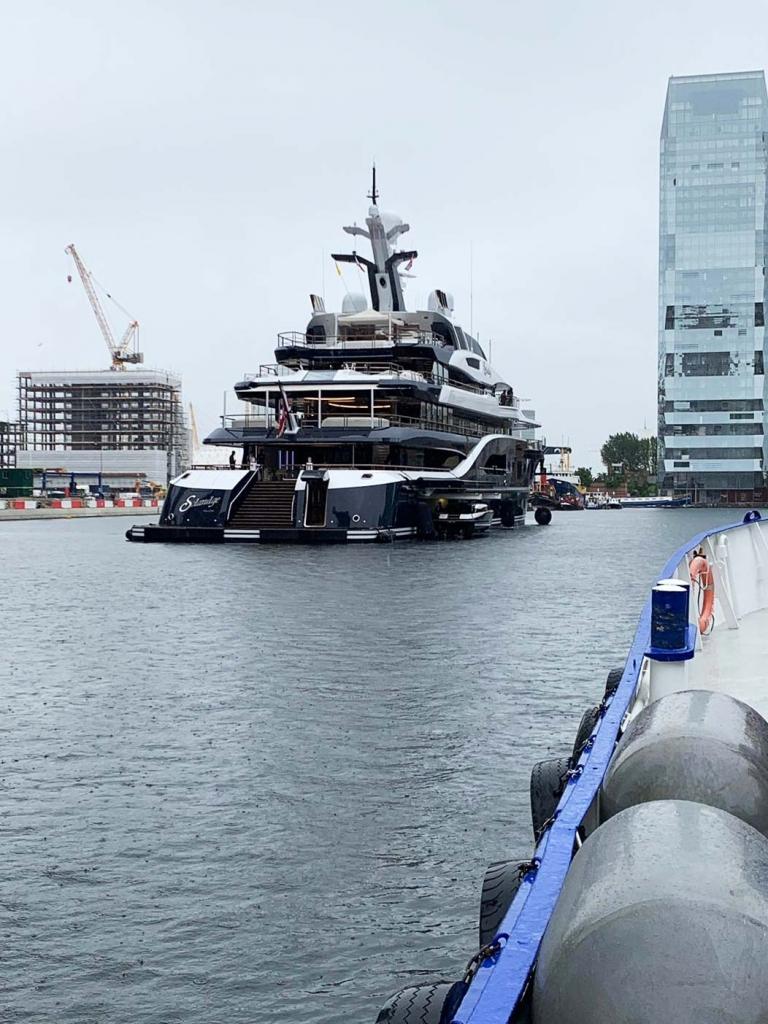 Thames-Marine-Services Black n white yacht